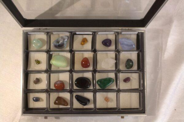 Coffret métal 19 pierres naturelles